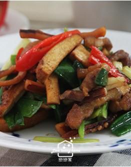客家菜1:客家小炒/梅干香芋扣肉/薑絲Q雞/牛汶水