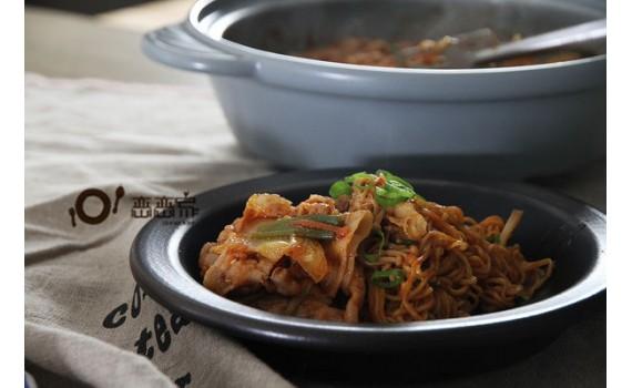影音食譜:一鍋煮出 無水韓式燒肉鍋+濃汁醬麵