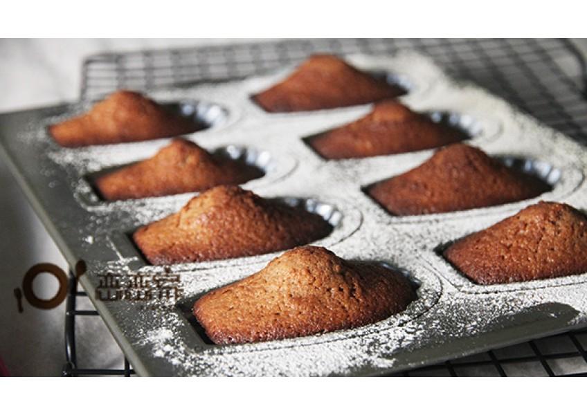 用小烤箱和鬆餅粉烤出法式傳統甜點-可可蜂蜜瑪德蓮 Madeleine