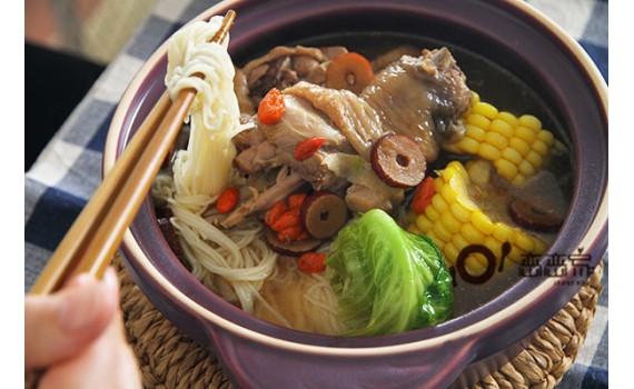 冬天一鍋煮:補氣又養身的花雕雞湯麵線